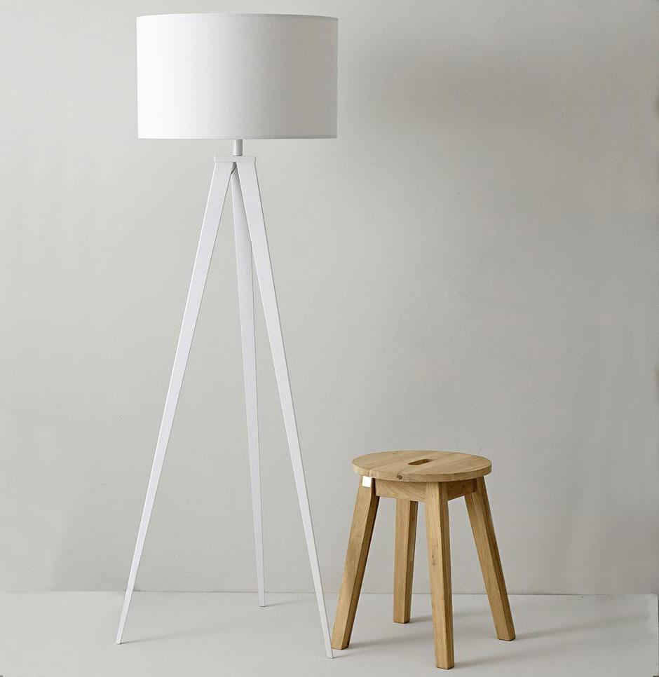 Biała lampa na trzech nogach TRIPOD marki ZUIVER