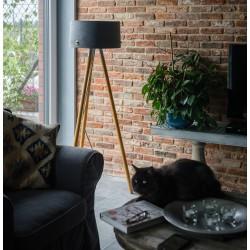 Nowoczesna lampa stojąca z betonowym abażurem